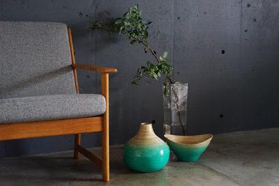 竹製の花器とボウル