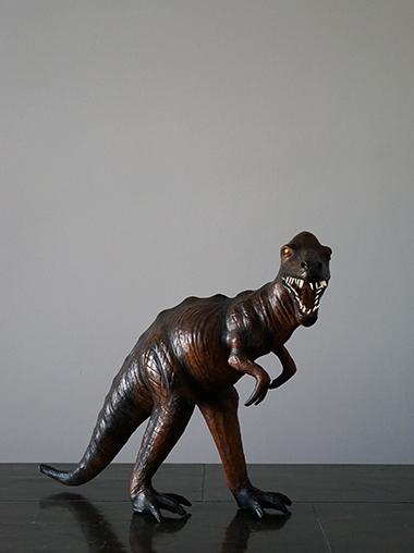 恐竜オブジェ革製