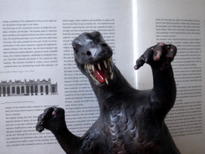 恐竜のアートオブジェ