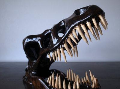 大人の恐竜オブジェ