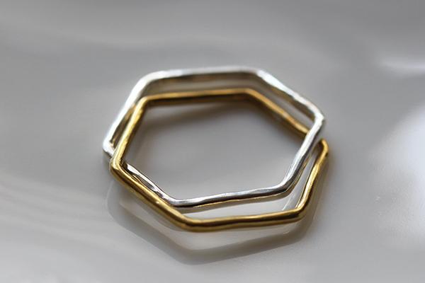 Rジュエリーのペアリングシルバー真鍮