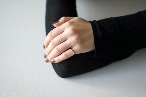 uM リングの着用イメージ