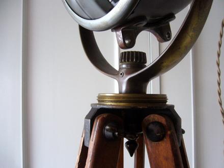トリポッドフロアランプ ヴィンテージスタンドライト照明
