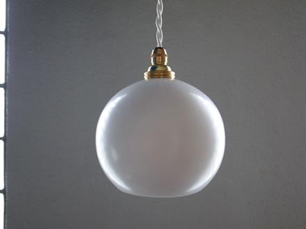 小振りなランプシェードのペンダントライト照明 Modern