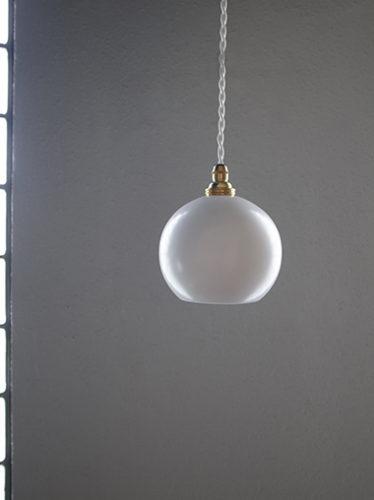 小振りなランプシェードのペンダントライト照明