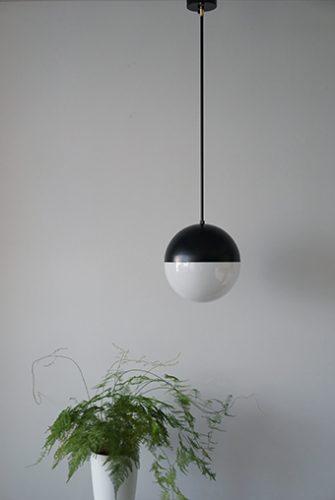 パイプ吊り球体ガラスペンダントライト照明