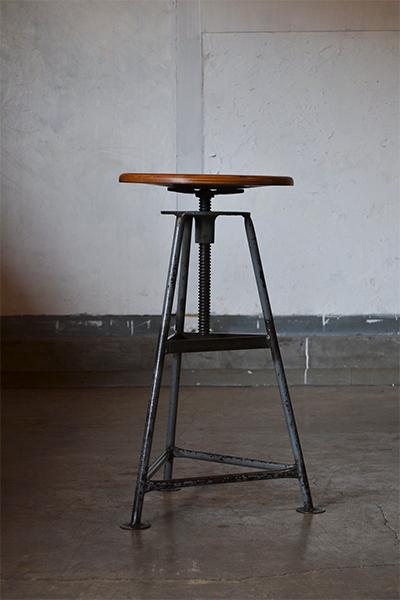 ヴィンテージ昇降式のスツール